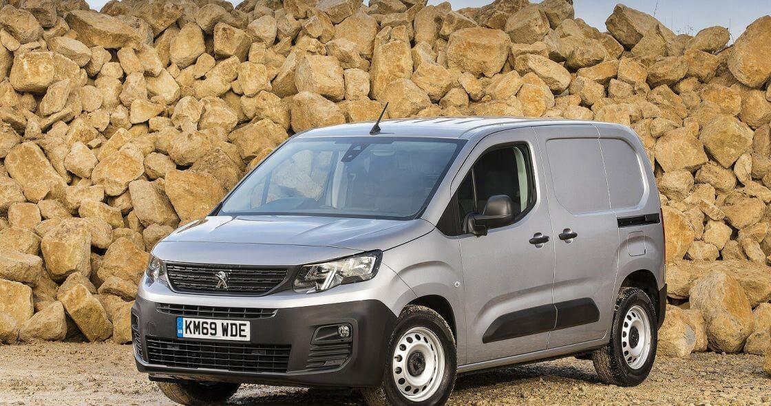 PEUGEOT 1000 1.5 BlueHDi 100 Professional Van