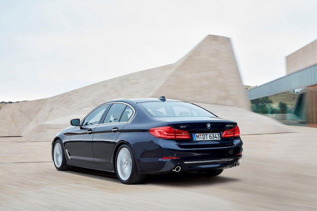 Image 5: BMW 5 Series Saloon 540I Xdrive M Sport 4dr Auto