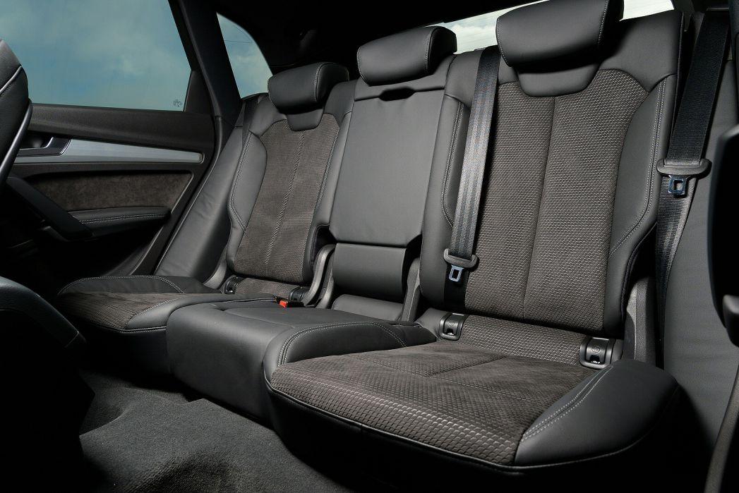 Image 5: Audi Q5 Diesel Estate 40 TDI Quattro Black Edition 5dr S Tronic