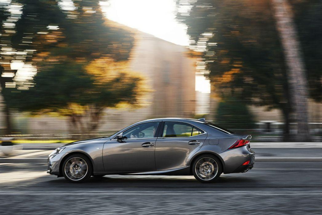 Image 4: Lexus IS Saloon 300H F-Sport 4dr CVT Auto [premium Pack]