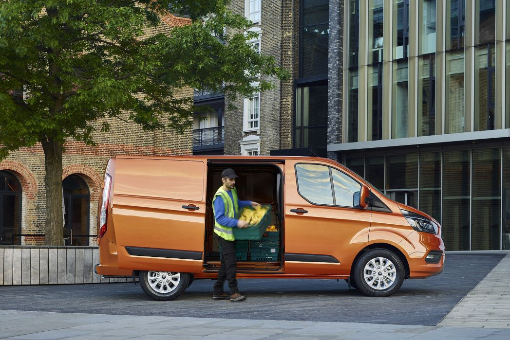 Video Review: Ford Transit Custom 300 L2 Diesel FWD 2.0 Ecoblue 130PS LOW Roof Limited VAN