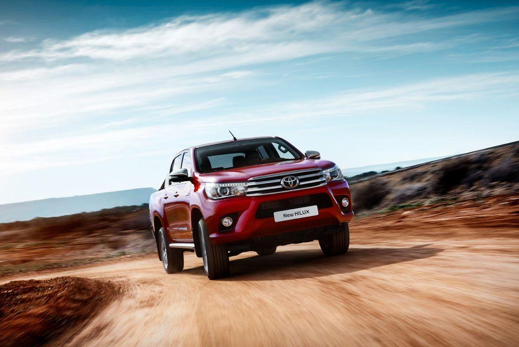 Image 4: Toyota Hilux Diesel Active Pick UP 2.4 D-4D TSS [3.5T TOW]