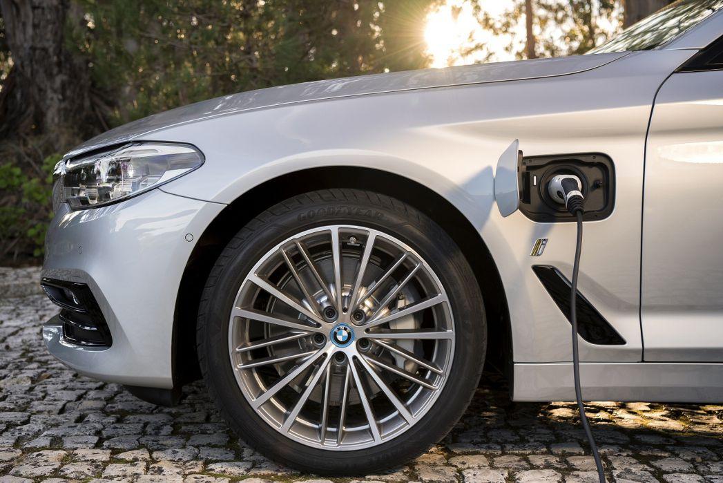 Image 4: BMW 5 Series Saloon 530E Xdrive SE 4dr Auto