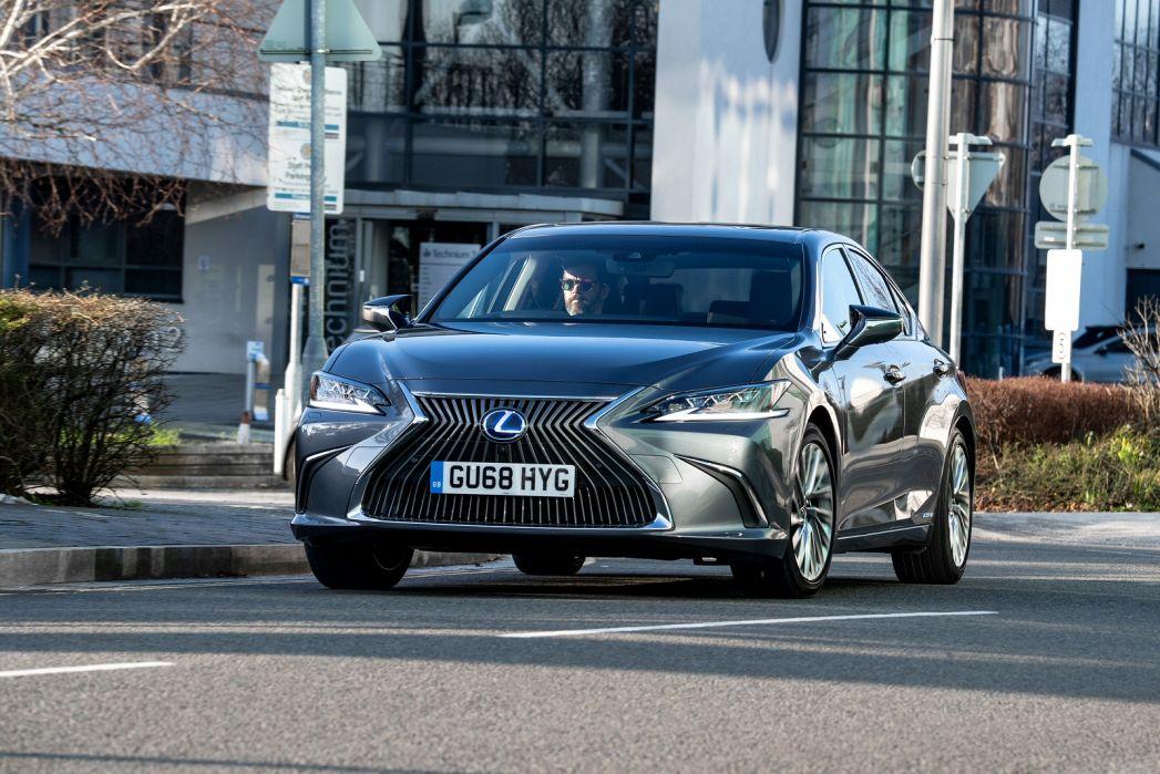 Image 4: Lexus ES Saloon 300H 2.5 F-Sport 4dr CVT