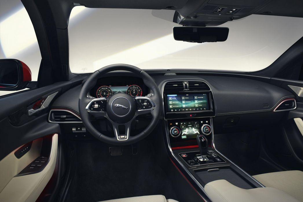 Image 6: Jaguar XE Diesel Saloon 2.0D R-Dynamic S 4dr Auto