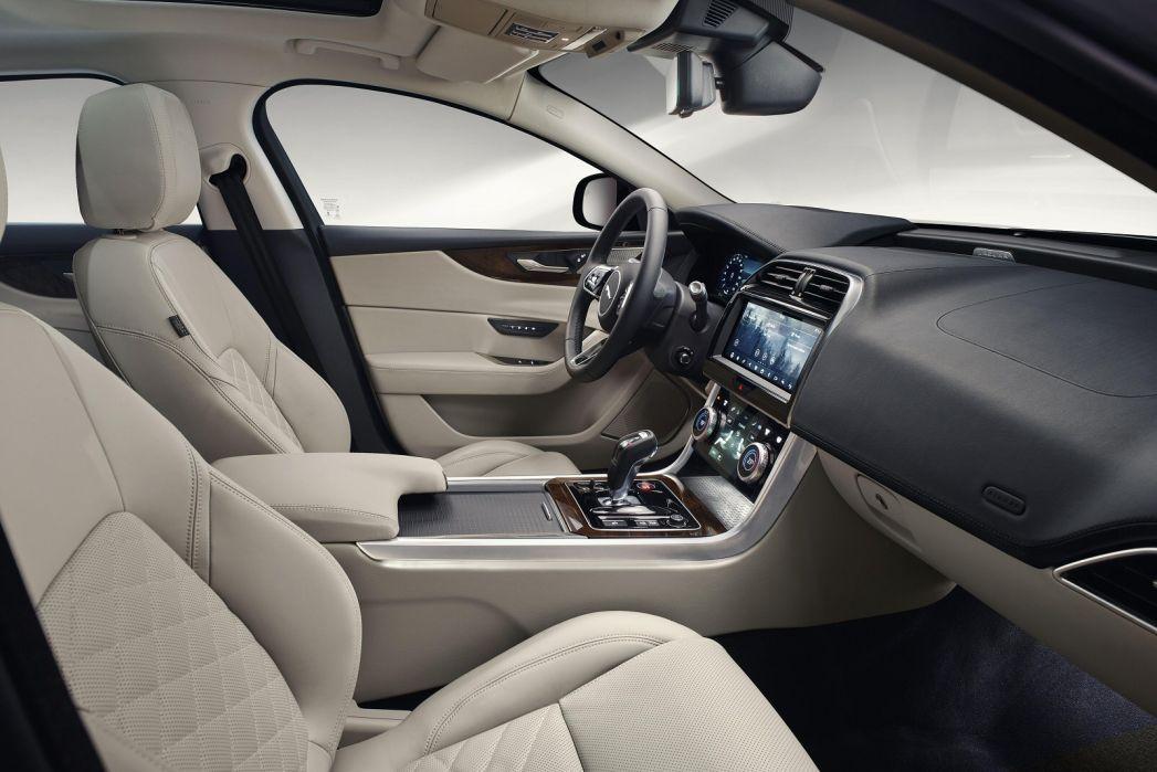 Image 2: Jaguar XE Diesel Saloon 2.0D R-Dynamic S 4dr Auto