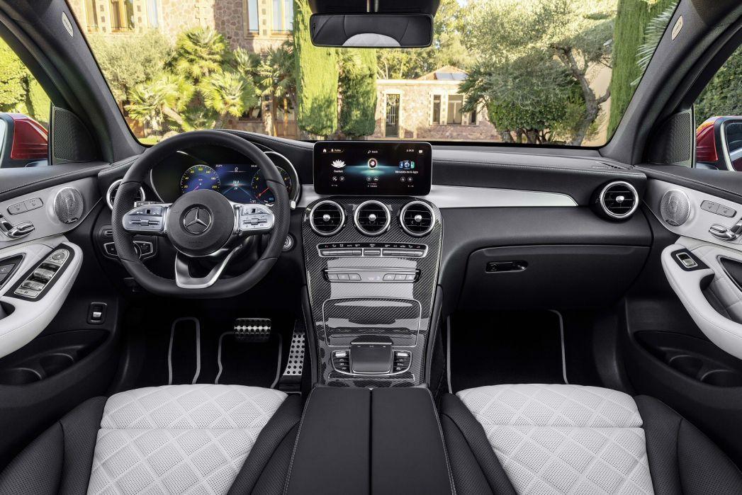 Image 2: Mercedes-Benz GLC Diesel Coupe GLC 300D 4matic AMG Line Premium 5dr 9G-Tronic