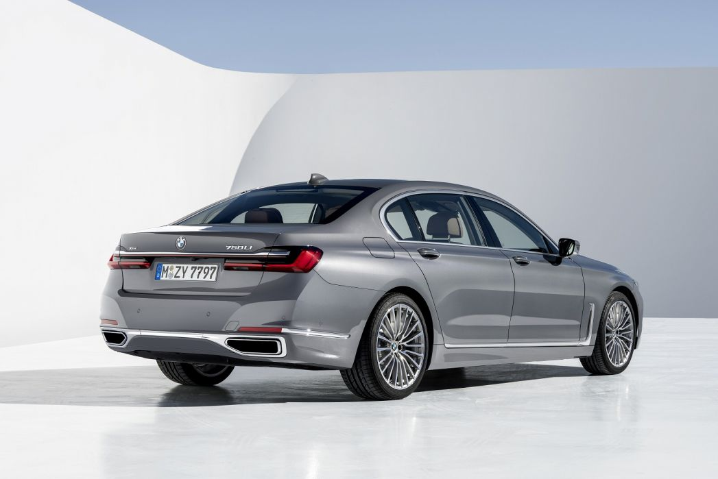 Image 3: BMW 7 Series Saloon 750I Xdrive M Sport 4dr Auto