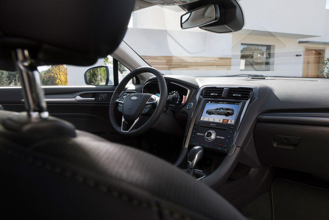 Image 4: Ford Mondeo Saloon 2.0 Hybrid Titanium Edition 4dr Auto