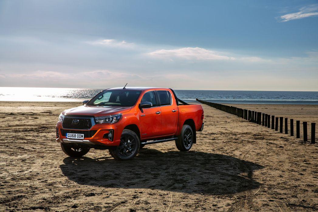 Image 1: Toyota Hilux Diesel Invincible D/CAB P/UP 2.4 D-4D Auto [NAV] 3.5T TOW