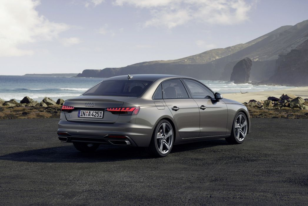 Image 3: Audi A4 Diesel Saloon 35 TDI S Line 4dr S Tronic