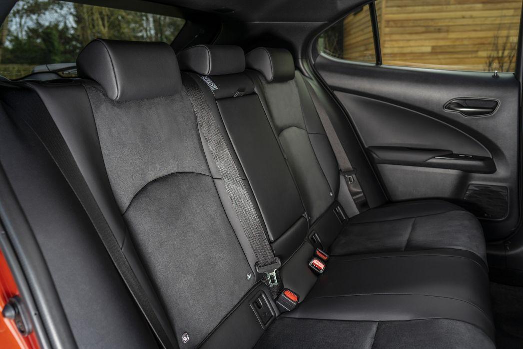 Image 5: Lexus UX Hatchback 250H 2.0 5dr CVT [premium Pack/NAV]