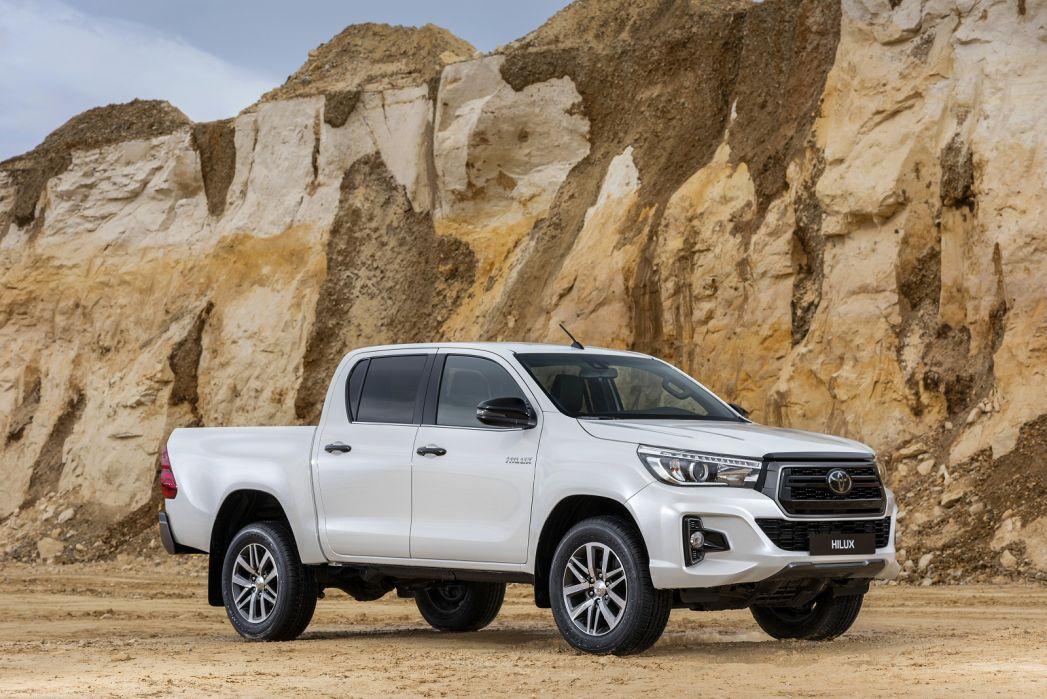 Image 1: Toyota Hilux Diesel Invincible X D/CAB P/UP 2.4 D-4D [3.5T TOW]