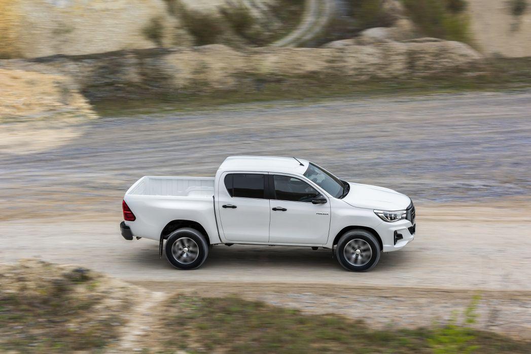 Image 3: Toyota Hilux Diesel Invincible X D/CAB P/UP 2.4 D-4D [3.5T TOW]