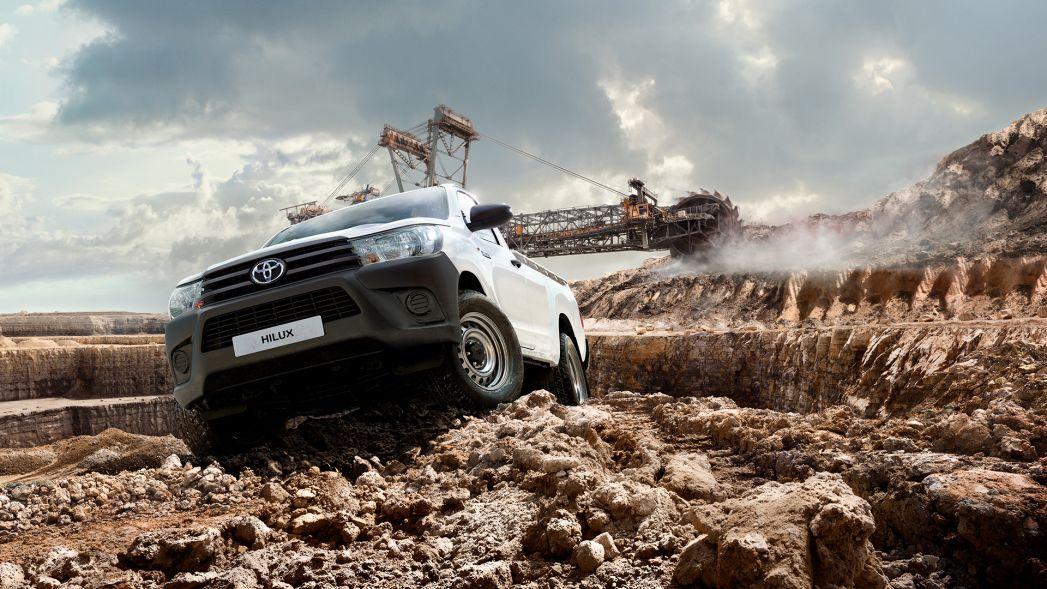 Image 3: Toyota Hilux Diesel Active Pick UP 2.4 D-4D [3.5T TOW]