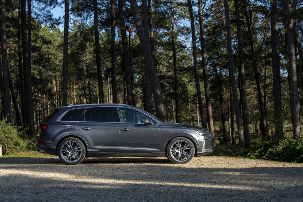 Video Review: Audi Q7 Estate 55 Tfsi E Quattro Black Edition 5dr Tiptronic
