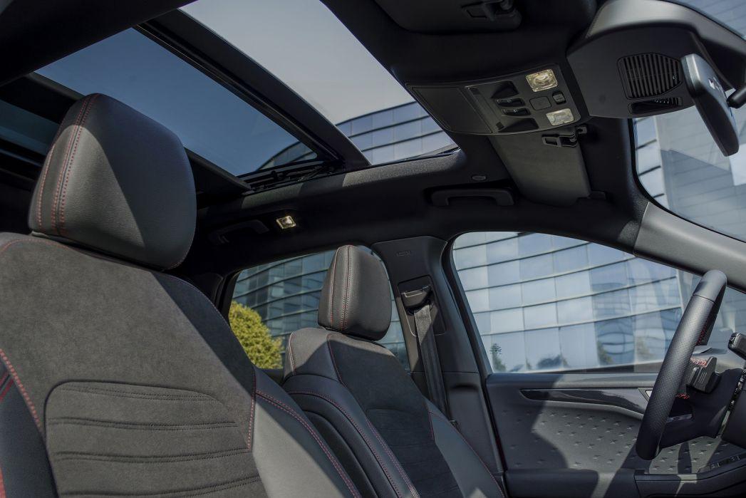 Image 3: Ford Kuga Diesel Estate 1.5 Ecoblue ST-Line X Edition 5dr