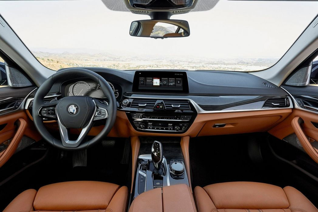Image 3: BMW 5 Series Diesel Touring 520D MHT M Sport 5dr Auto