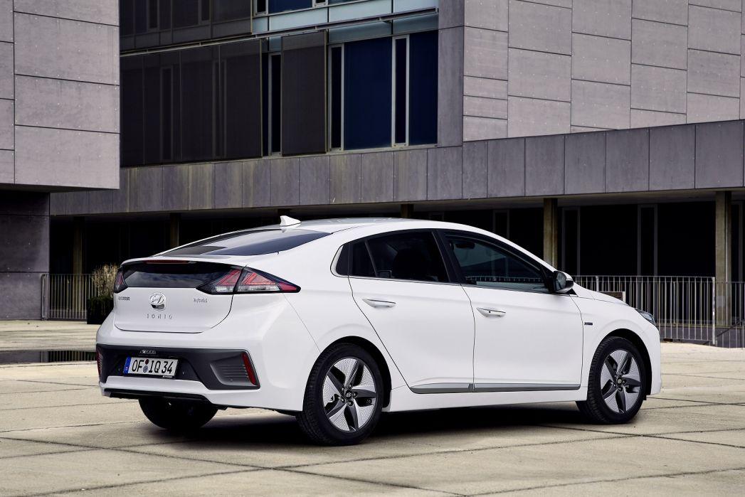 Image 2: Hyundai Ioniq Hatchback 1.6 GDI Hybrid Premium SE 5dr DCT
