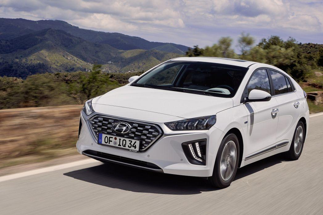 Image 3: Hyundai Ioniq Hatchback 1.6 GDI Hybrid Premium SE 5dr DCT