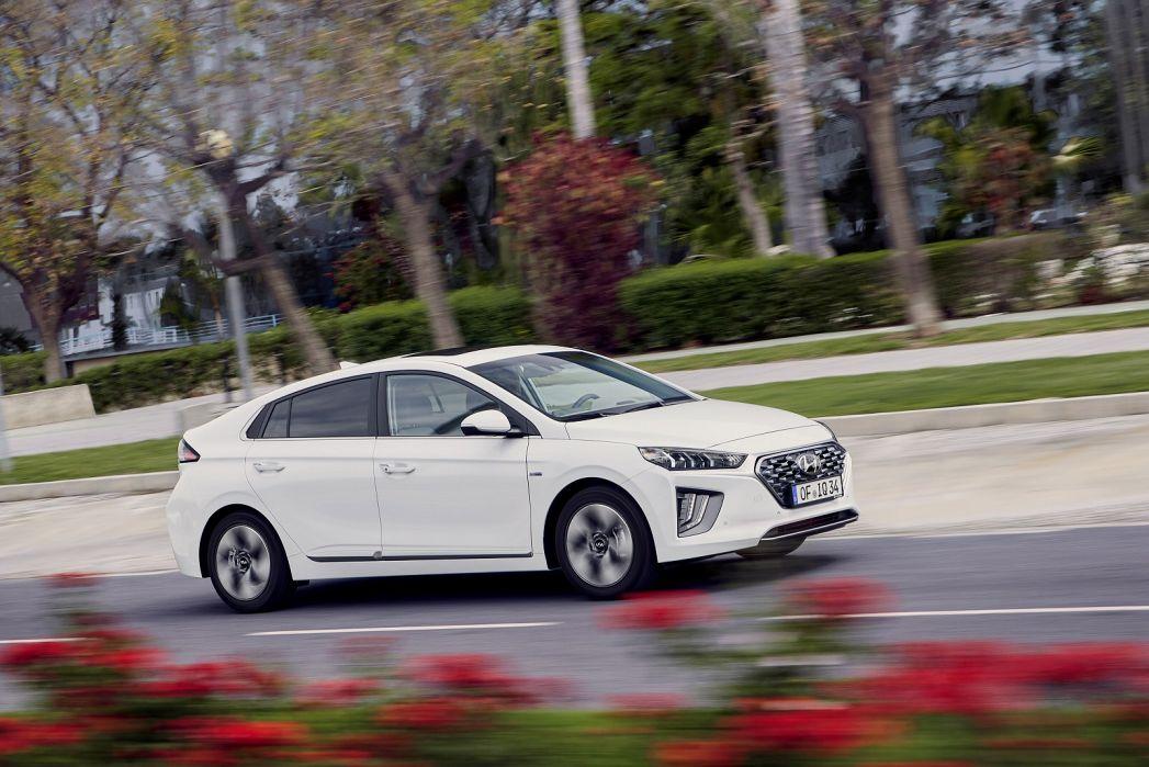 Image 4: Hyundai Ioniq Hatchback 1.6 GDI Hybrid Premium SE 5dr DCT