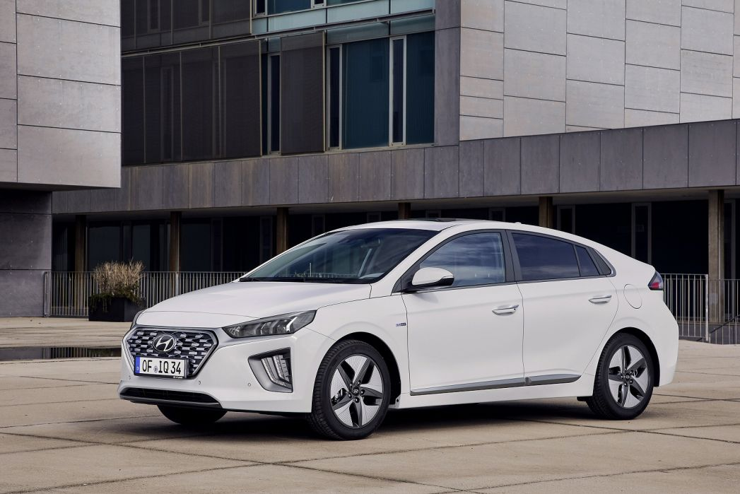 Video Review: Hyundai Ioniq Hatchback 1.6 GDI Hybrid Premium 5dr DCT