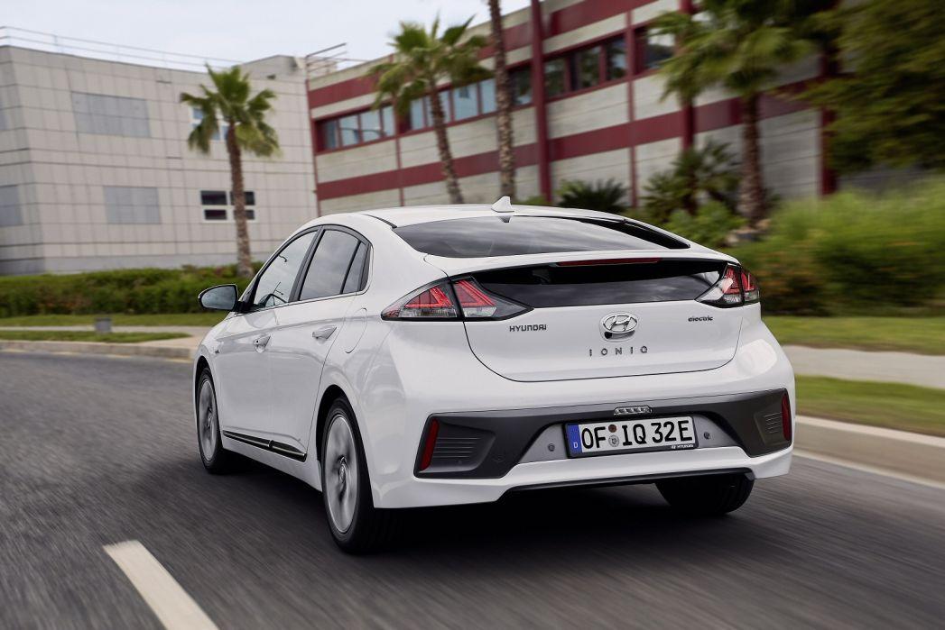 Image 6: Hyundai Ioniq Electric Hatchback 100KW Premium 38KWH 5dr Auto