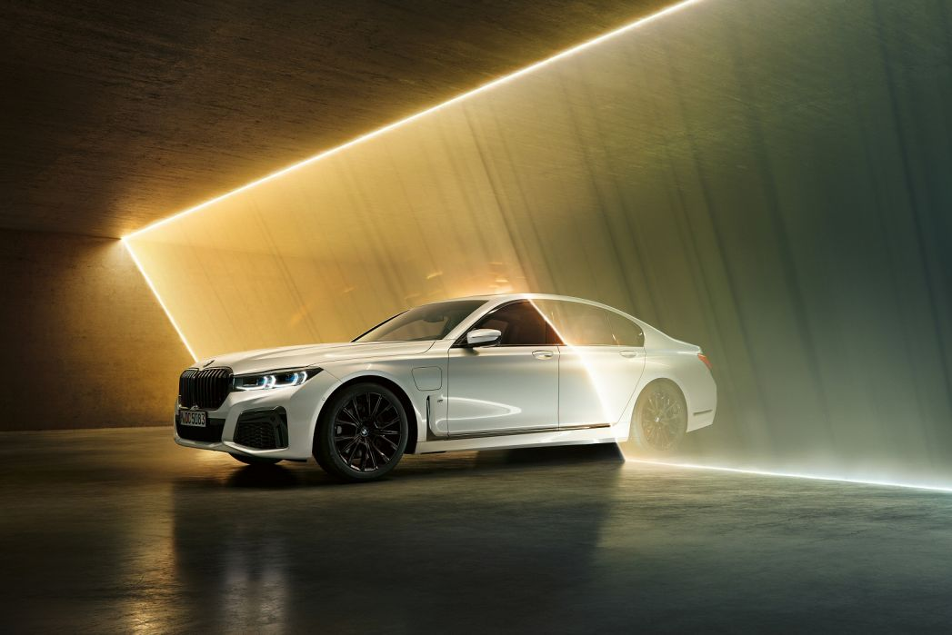 Image 1: BMW 7 Series Saloon 745E M Sport 4dr Auto [ultimate Pack]