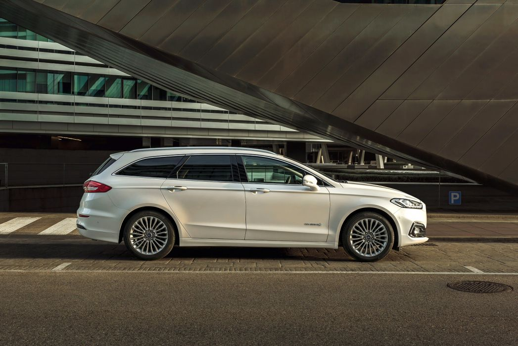 Image 2: Ford Mondeo Saloon 2.0 Hybrid ST-Line Edition 4dr Auto