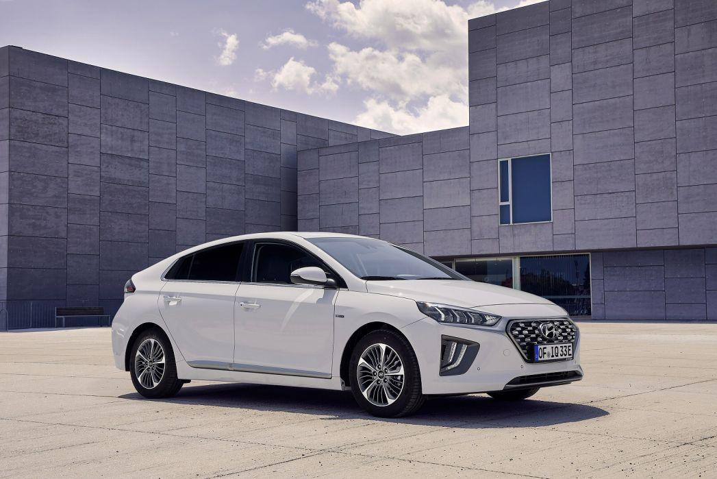 Image 2: Hyundai Ioniq Hatchback 1.6 GDI Plug-IN Hybrid Premium 5dr DCT