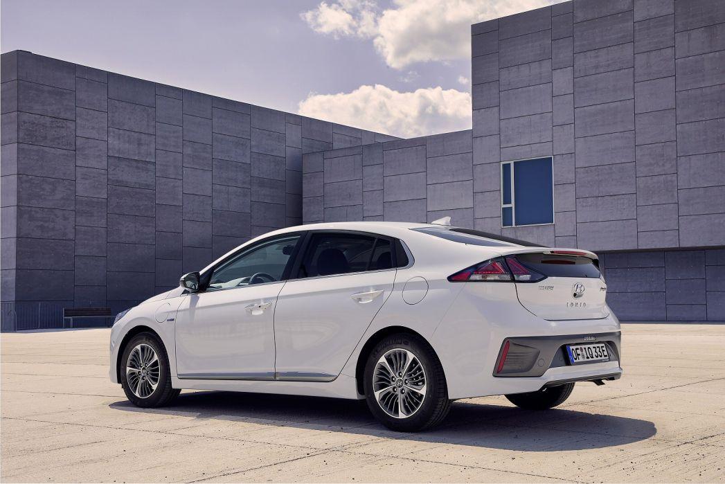 Image 3: Hyundai Ioniq Hatchback 1.6 GDI Plug-IN Hybrid Premium 5dr DCT