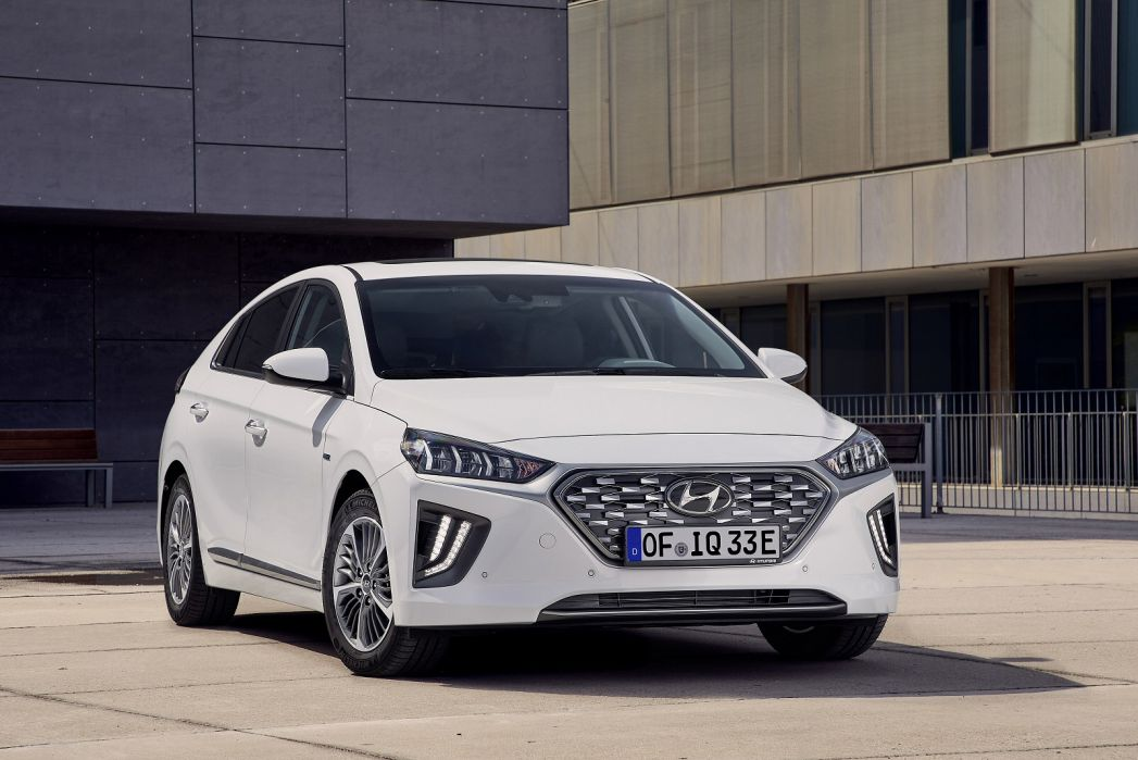 Video Review: Hyundai Ioniq Hatchback 1.6 GDI Plug-IN Hybrid Premium 5dr DCT