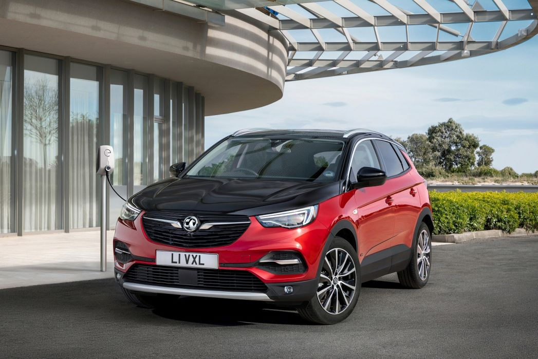 Image 2: Vauxhall Grandland X Hatchback 1.6 Hybrid4 300 Business ED NAV Premium 5dr Auto