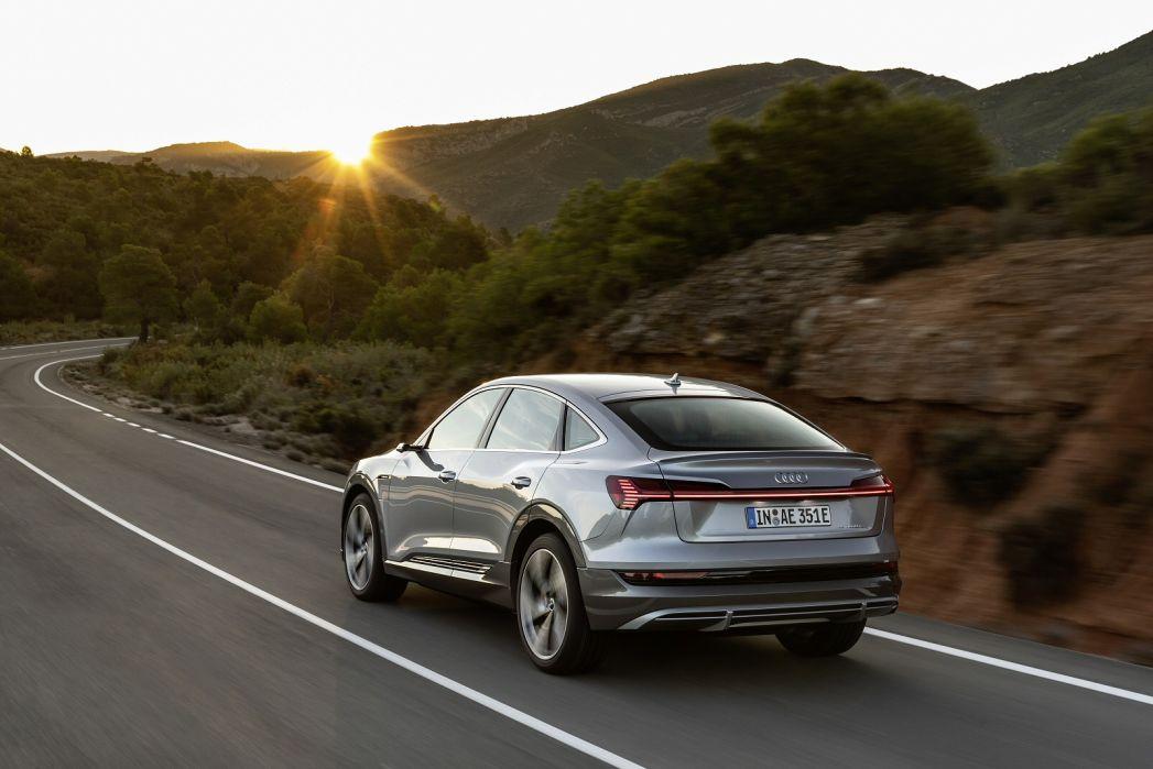 Image 4: Audi E-Tron Estate 230KW 50 Quattro 71KWH Technik 5dr Auto [C+S]