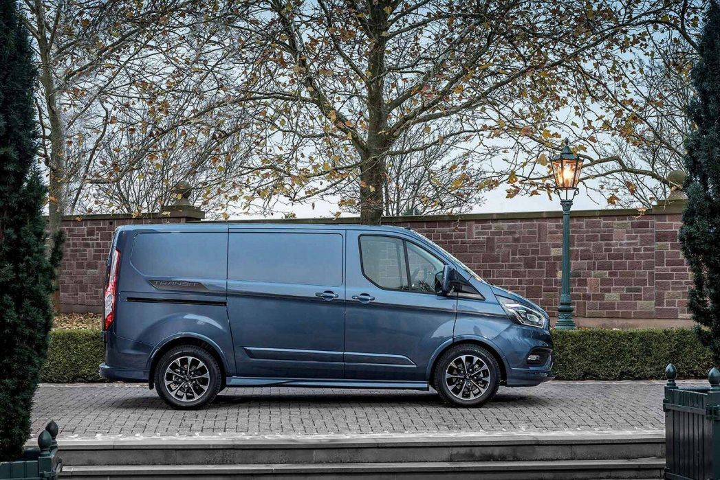 Video Review: Ford Transit Custom 320 L2 Diesel FWD 2.0 Ecoblue 185PS LOW Roof Sport VAN