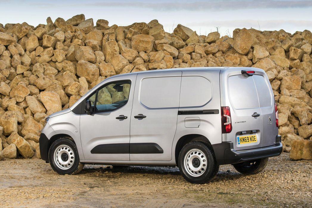 Image 4: Peugeot Partner Standard Diesel 1000 1.5 Bluehdi 100 Professional VAN