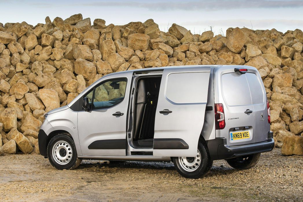 Image 5: Peugeot Partner Standard Diesel 1000 1.5 Bluehdi 100 Professional VAN
