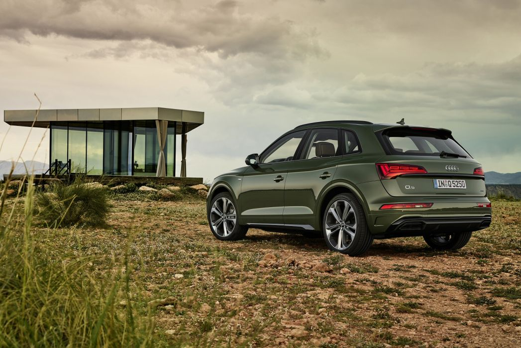 Video Review: Audi Q5 Estate 50 Tfsi E Quattro Sport 5dr S Tronic [C+S]