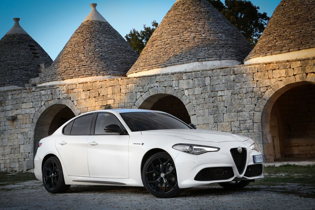 Video Review: Alfa Romeo Giulia Diesel Saloon 2.2 Jtdm-2 160 Super [xenon] 4dr Auto