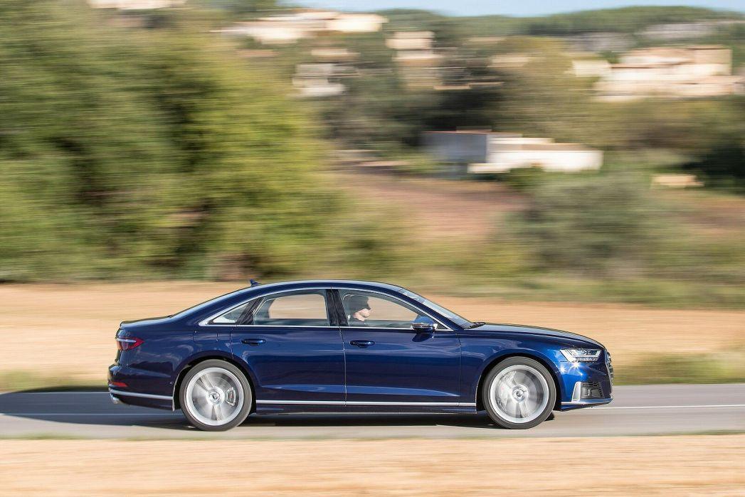 Image 5: Audi A8 Saloon S8 Quattro 4dr Tiptronic