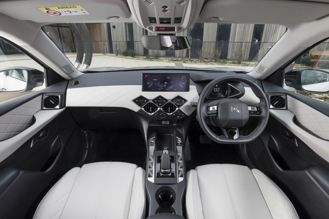 Image 2: DS DS 3 Electric Crossback Hatchback 100KW E-Tense Performance Line 50KWH 5dr Auto