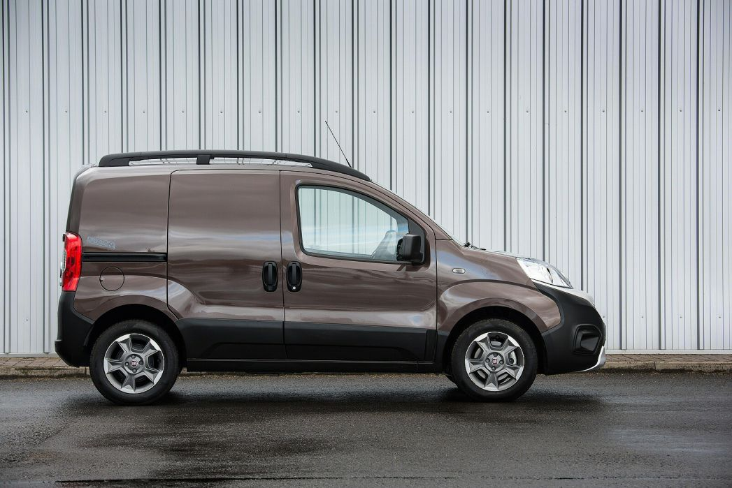 Video Review: Fiat Fiorino Cargo Diesel 1.3 16V Multijet 95 Adventure VAN Start Stop