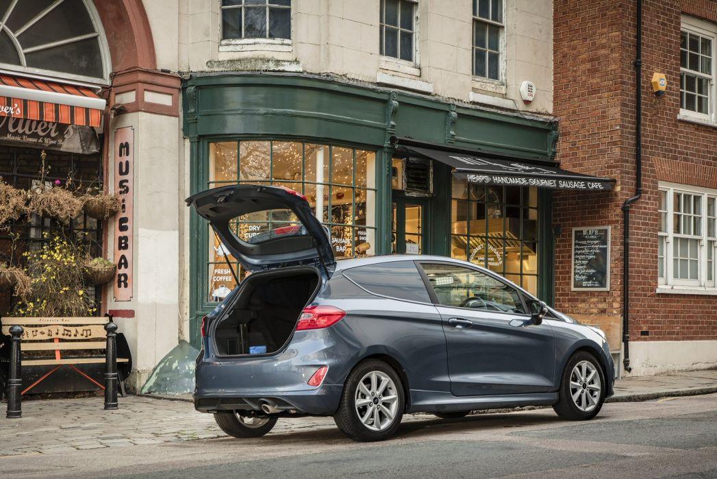 Image 3: Ford Fiesta Diesel 1.5 TDCI 85 Sport VAN