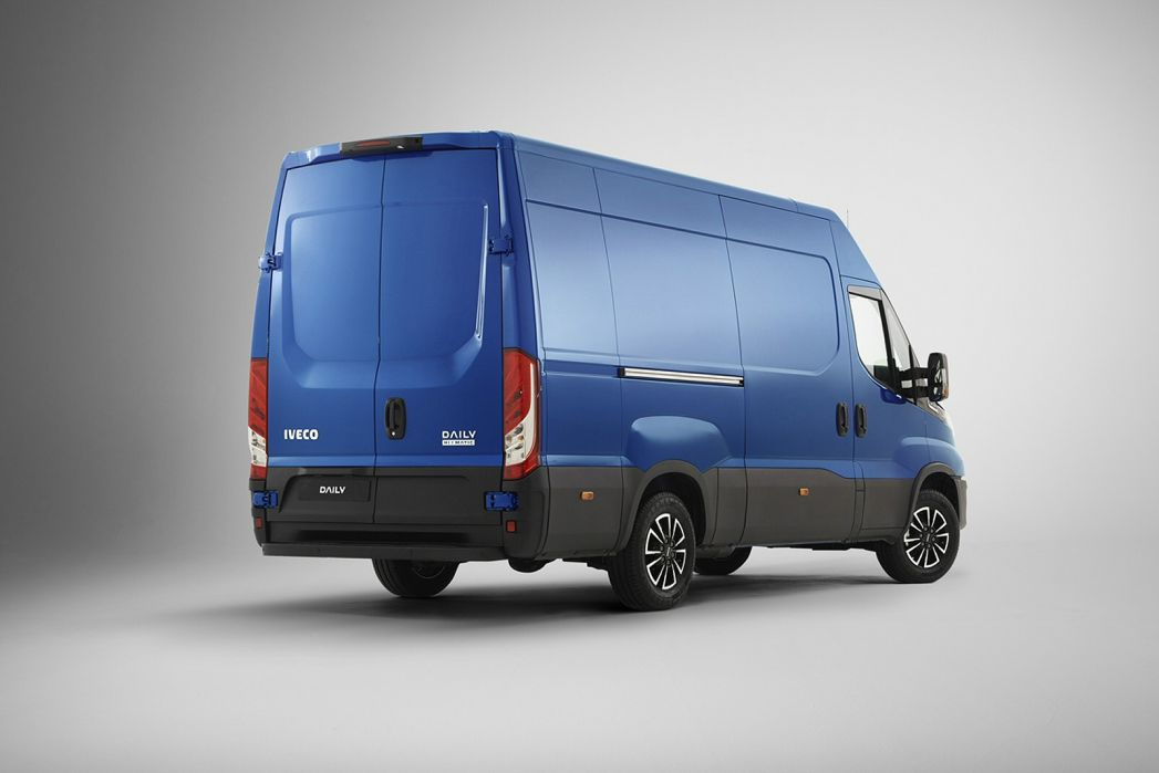 Video Review: Iveco Daily 35C12 Diesel 2.3 Business Crew CAB Chassis 3450 WB