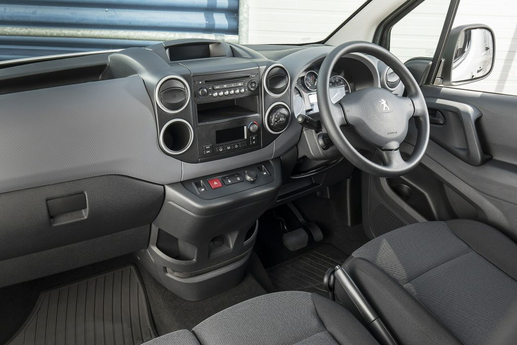 Image 2: Peugeot Expert Standard Diesel 1400 2.0 Bluehdi 120 Professional VAN