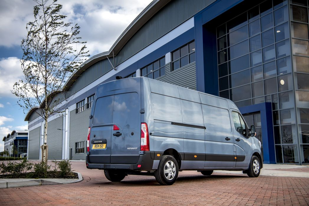 Image 2: Renault Master ZE MWB Electric ML31 57KW Business LOW Roof Platform CAB Auto