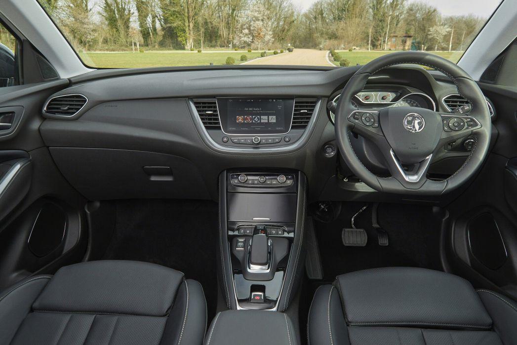 Image 4: Vauxhall Grandland X Hatchback 1.6 Hybrid4 300 Business ED NAV Premium 5dr Auto