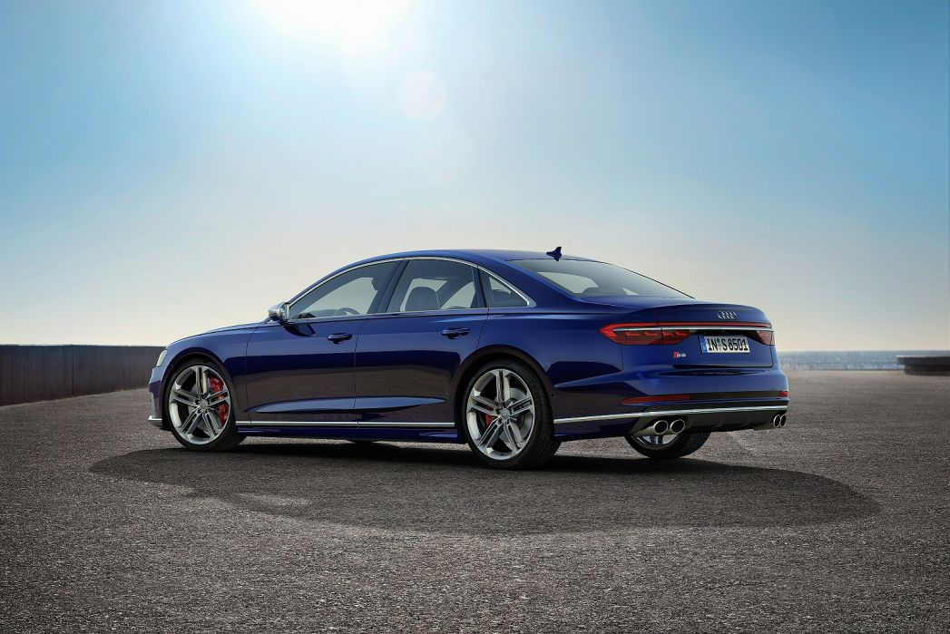 Image 2: Audi A8 Saloon S8 Quattro Vorsprung 4dr Tiptronic