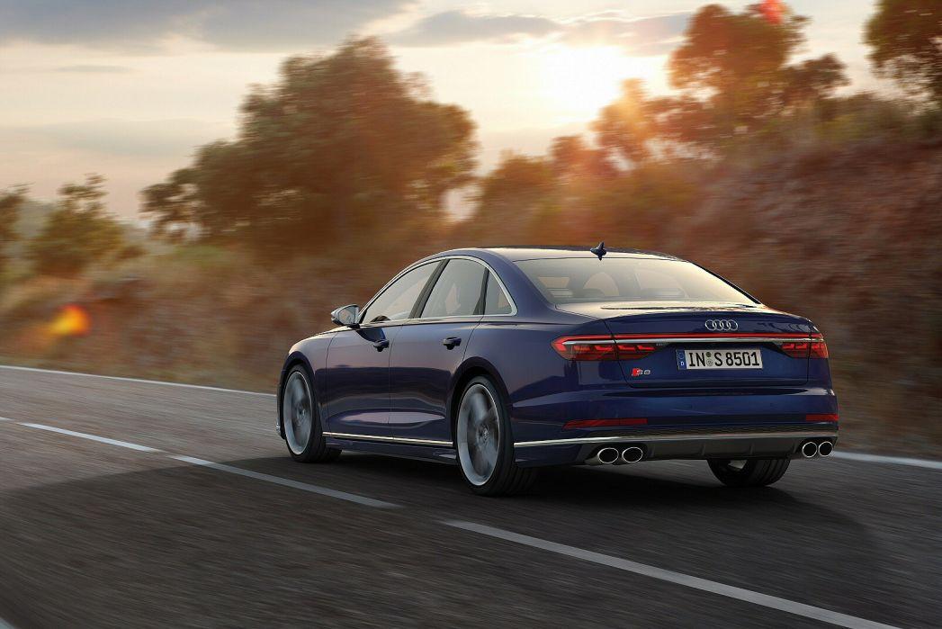 Image 6: Audi A8 Saloon S8 Quattro Vorsprung 4dr Tiptronic