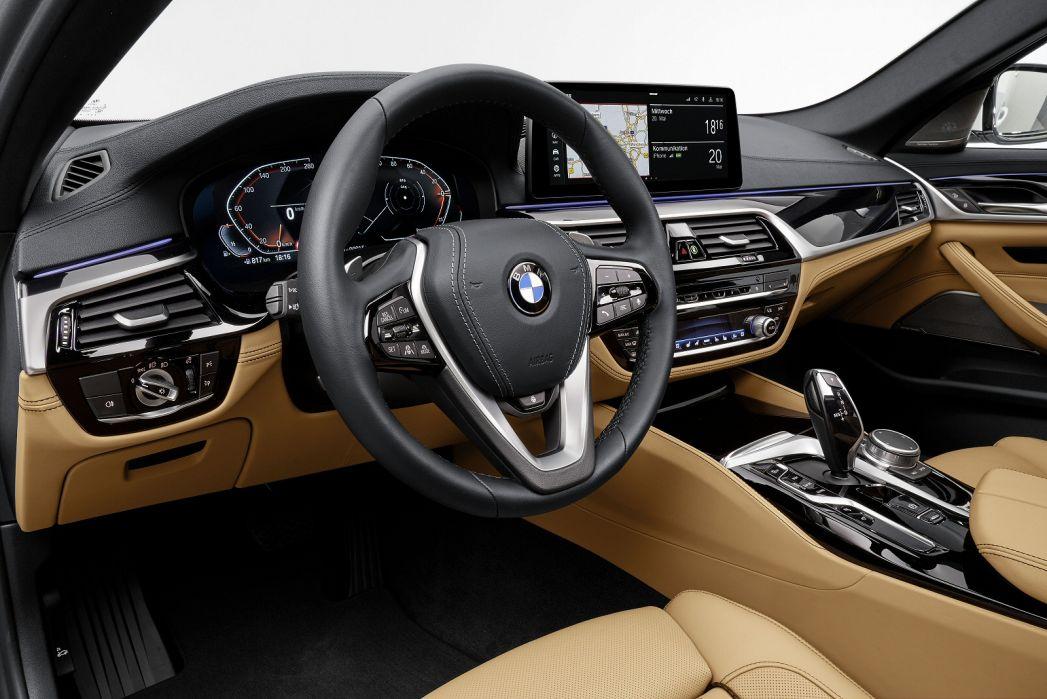 Image 3: BMW 5 Series Diesel Saloon 520D MHT M Sport 4dr Step Auto [PRO Pack]